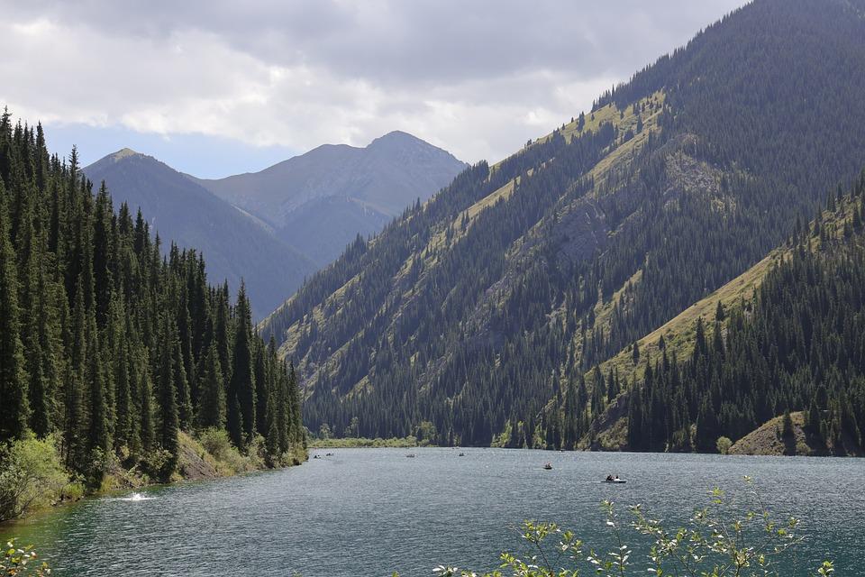 山, 湖, 景观, 自然, 山脉, 水, 天空, 船, 夏天, 科尔赛, 阿拉木图, 哈萨克斯坦, 海, 树