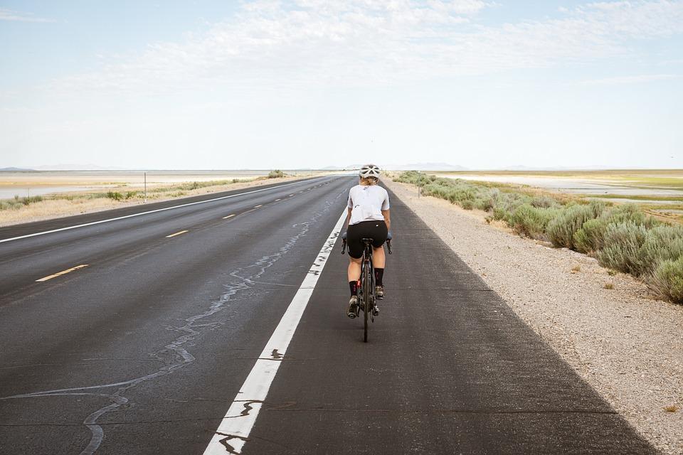 サイクリスト、サイクリング、サイクリング、サイクリング、道路、舗装