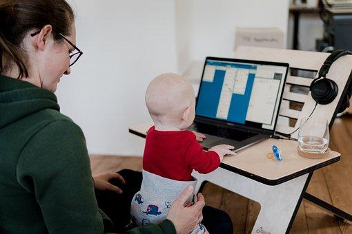 女性, コンピュータ, デスク, 赤ちゃん, 仕事, ホーム オフィス, 宿題