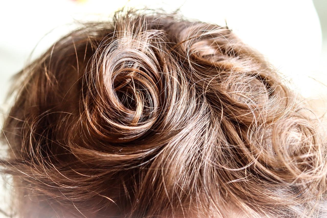 7 sygnałów, które mogą świadczyć o tym, że myjesz włosy zbyt często