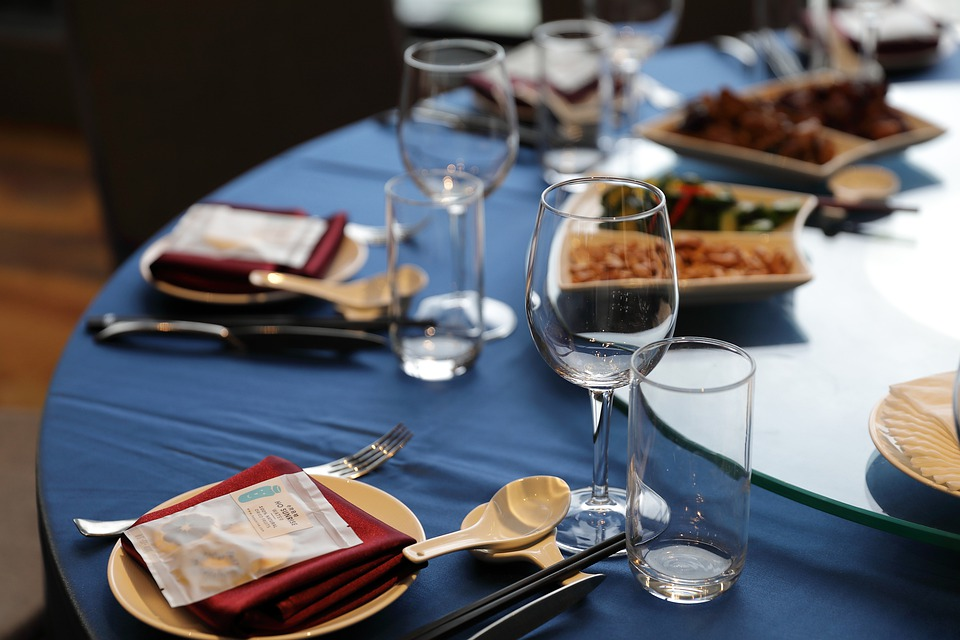 Table, Table Setting, Cutlery, Wine Glasses, Glassware