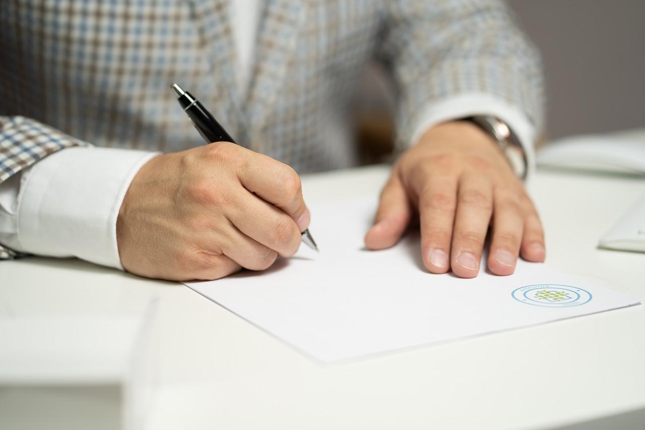 кто подписывает упд со стороны поставщика