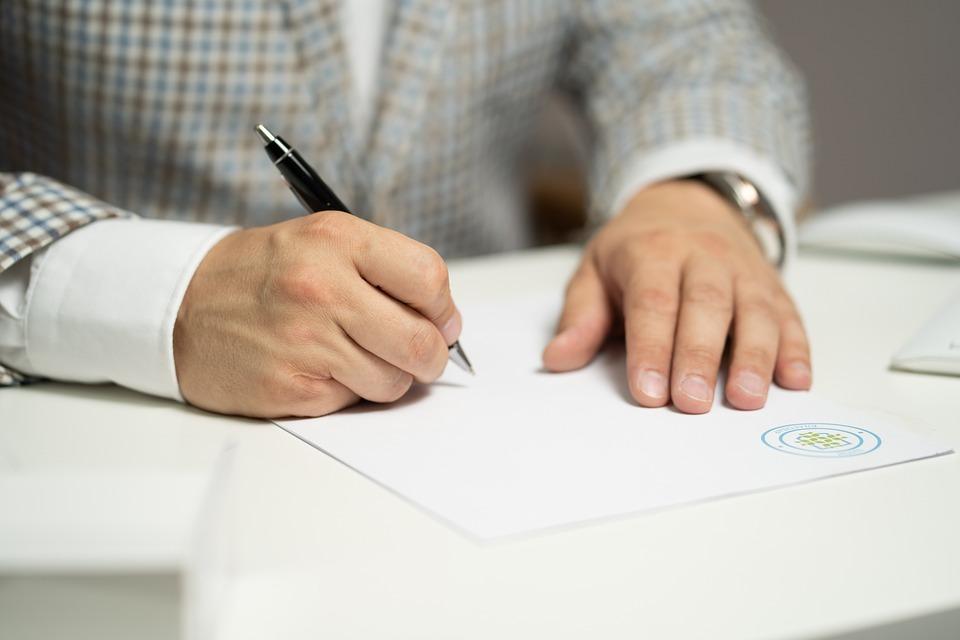 男, 記号, 紙, 書き込み, ドキュメント, 契約, 署名, 署名文書, 契約書への署名, 署名用紙