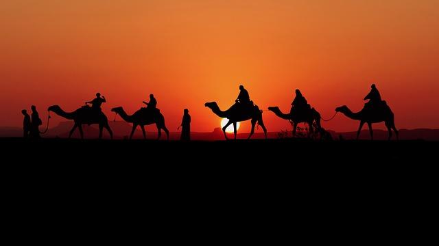 ラクダ 日没 キャラバン - Pixabayの無料写真