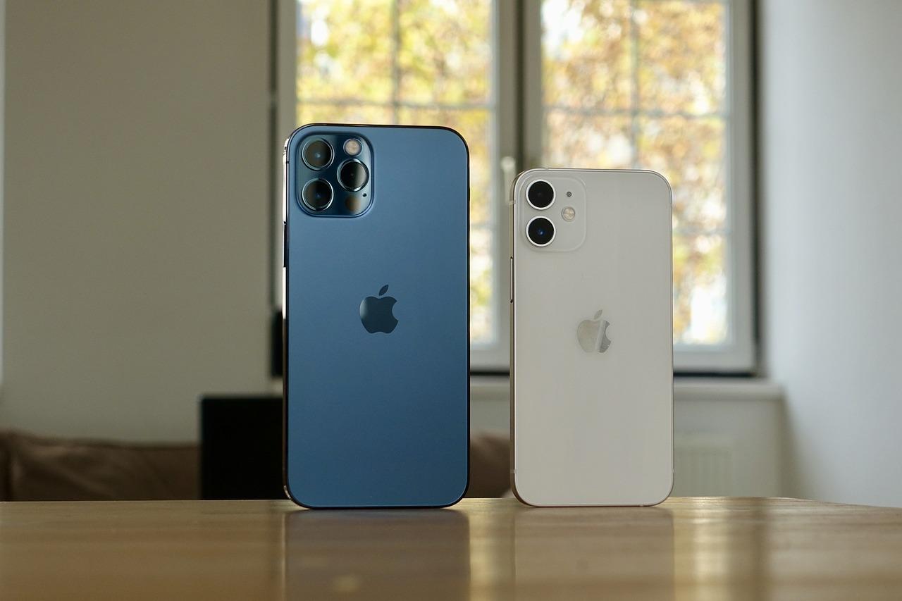 iPhone 12 a iPhone 12 mini porovnanie