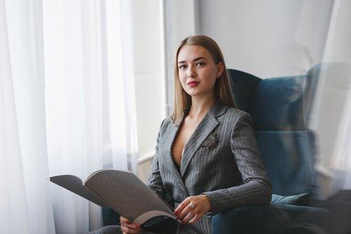 Femme, Lecture, Bureau, Femme D'Affaires