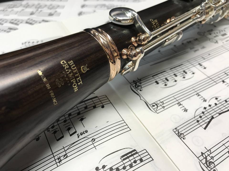 https://cdn.pixabay.com/photo/2021/01/15/14/10/clarinet-5919409_960_720.jpg