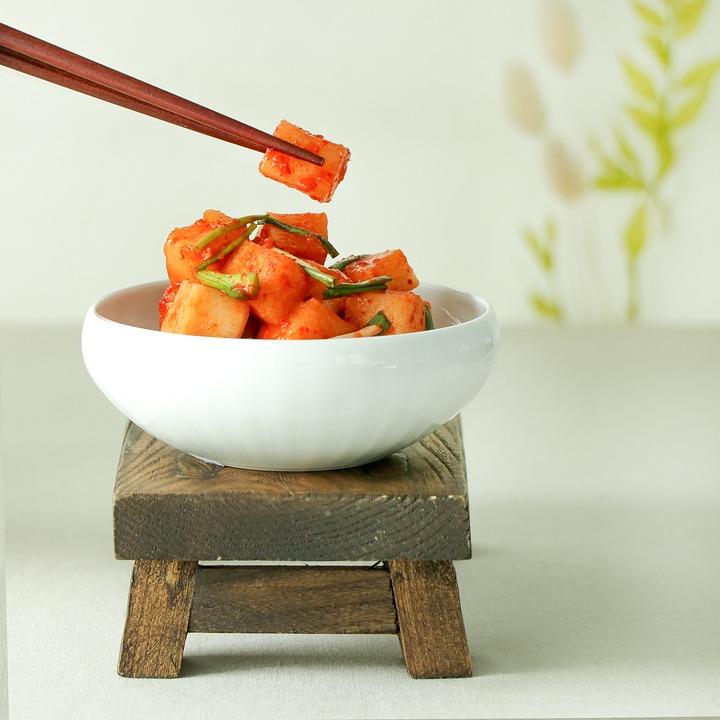 キムチ, 皿, 食品, 韓国のキムチ, 韓国料理, カクトゥギ, 大根キムチ, 伝統食品, 韓国語, 料理