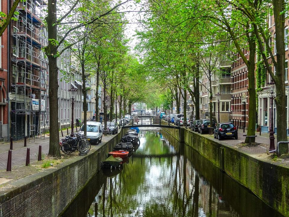Os coches e as furgonetas diésel reciben unha multa en Amsterdam