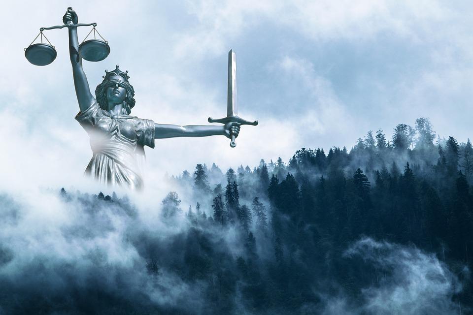Gerechtigkeit, Statue, Nebel, Wolken, Himmel, Wald