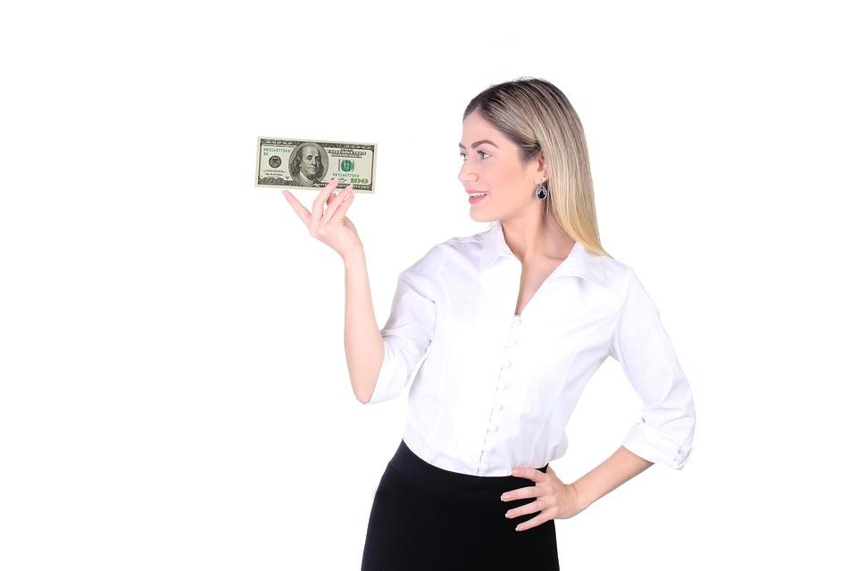 Сколько денег зарабатывает врач акушер гинеколог: обзор уровня зарплат