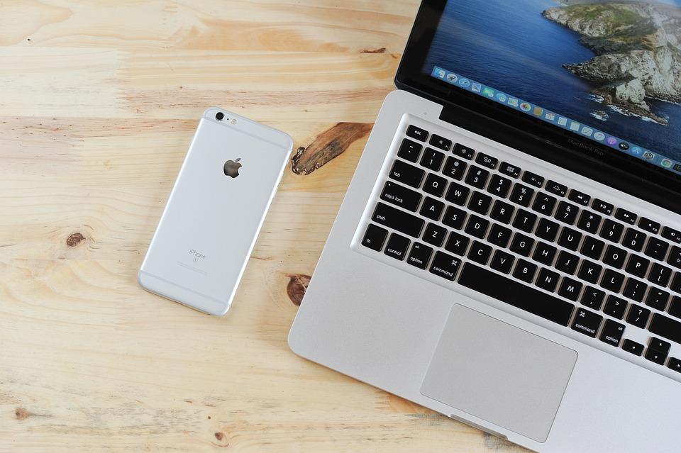ラップトップ, 携帯電話, テーブル, 電話, Iphone, Macbook, コンピュータ, デバイス