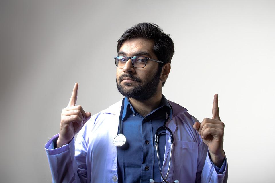 Кто такой терапевт и что он лечит: как проходит прием пациентов, диагностика и лечение