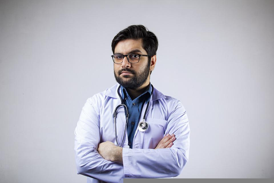 Семейный врач или врач общей практики: чем он может помочь и когда к нему обращаться