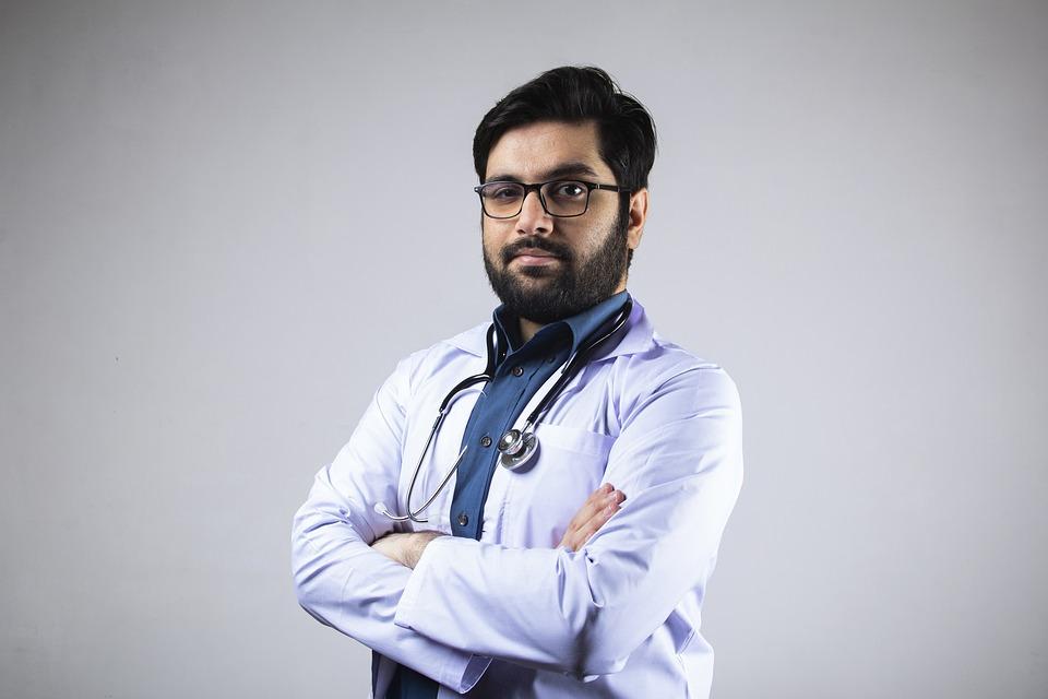 ТОП-5 признаков хорошего врача: как распознать специалиста, которому можно доверить здоровье