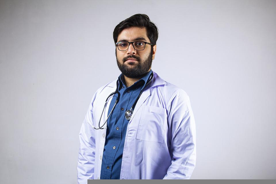 Профессия врач-педиатр: направления, особенности, обязанности, причины обращения