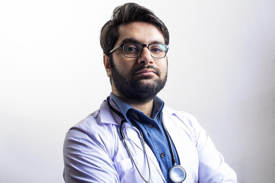 Кто такой семейный врач, какими заболеваниями он занимается и как выбрать хорошего специалиста