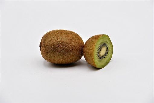 Kiwi, Obst, Gesund, Vitamine,kiwi, kiwi einfach schälen, kiwi einfach essen, Kiwistückchen, alleinerziehend macht stark, alleinerziehend und stark, gut alleinerziehend, abenteuer, alltagstricks, alltags hacks, lieblingshack, Obst schälen, Obst schneiden, Kiwi essfertig, Mango schälen, Mango in stücke schneiden, Mango einfach essen, Küchentricks, Desssert, Obstteller, Obst, frisches Obst, gesundes ernährung, Vitamine