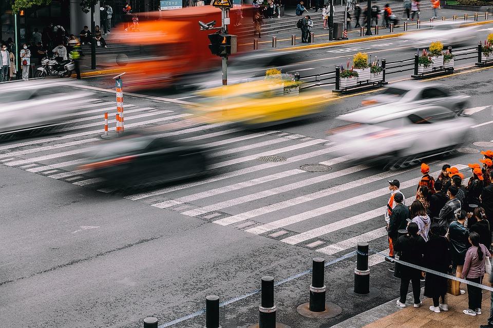 Por Carretera, Tráfico, Ciudad, Calle, Personas