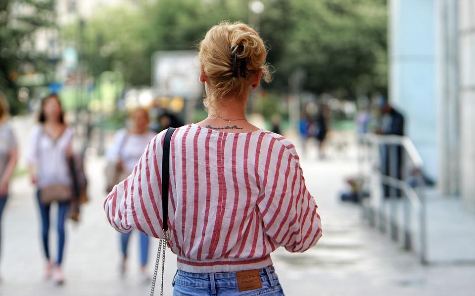 Mujer, Caminar, Tatuaje, Persona, Joven