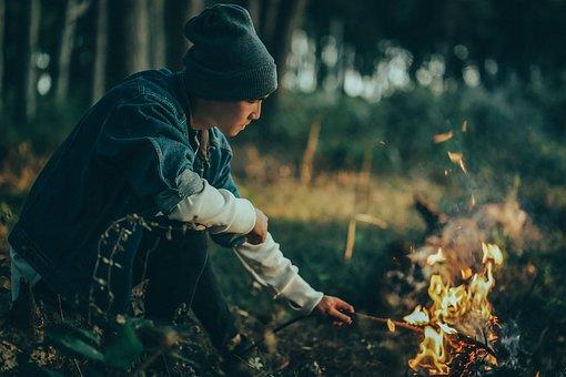 L'Homme, Feu De Joie, Flammes, Le Feu, Forêt